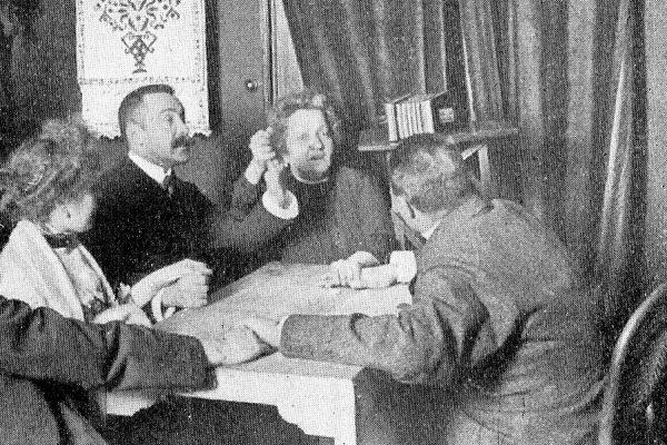Palladino Tisch Kabinett Tischlein schweben